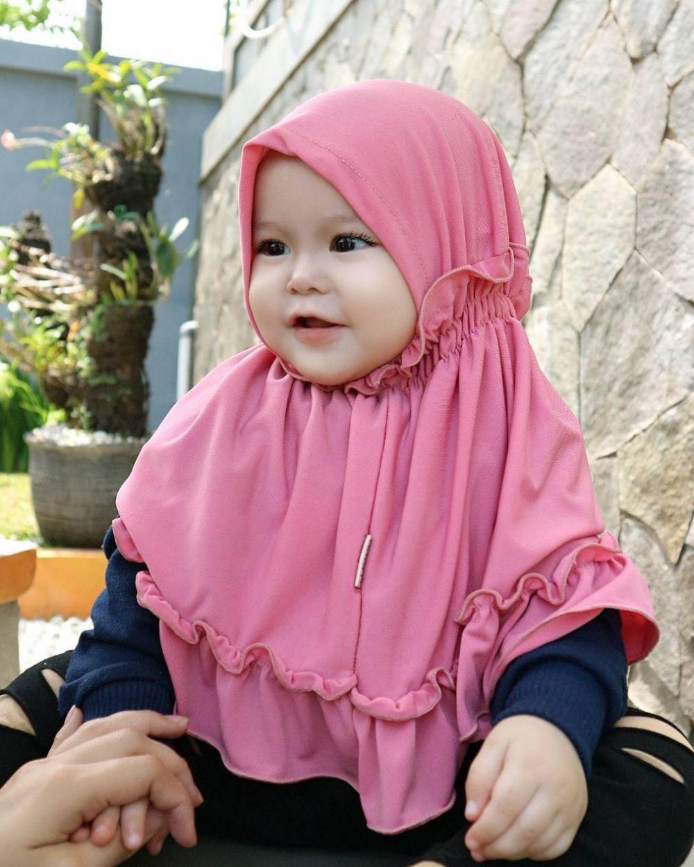 10 26 Naura Alaydrus, Bayi 1 Tahun yang Hits Karena Hijabnya, Seperti ini 12 Potret Lucunya, Gemesin Banget