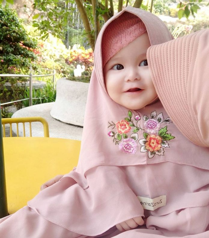 11 13 Naura Alaydrus, Bayi 1 Tahun yang Hits Karena Hijabnya, Seperti ini 12 Potret Lucunya, Gemesin Banget