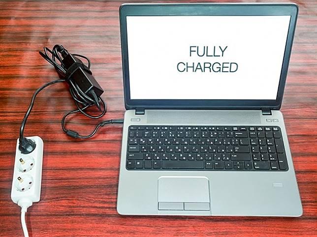 4 16 Tahu Gak? Tanpa disadari 7 Kebiasaan ini Ternyata Bisa Membunuh Laptop Kamu, Salah satunya pasti sering Kamu Lakukan