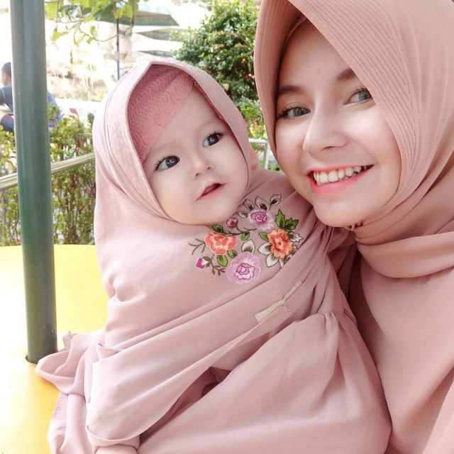 4 49 Naura Alaydrus, Bayi 1 Tahun yang Hits Karena Hijabnya, Seperti ini 12 Potret Lucunya, Gemesin Banget