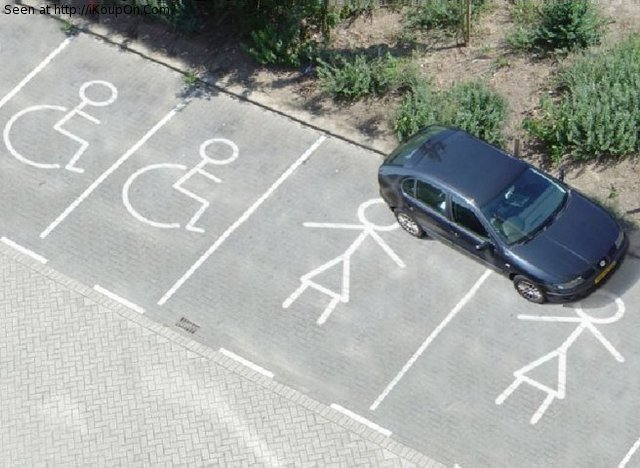 414596 wanita gagal parkir 15 Aksi Cewek Parkir Mobil ini Liatnya bikin Geleng Geleng kepala Aja, jangan ditiru bahaya!