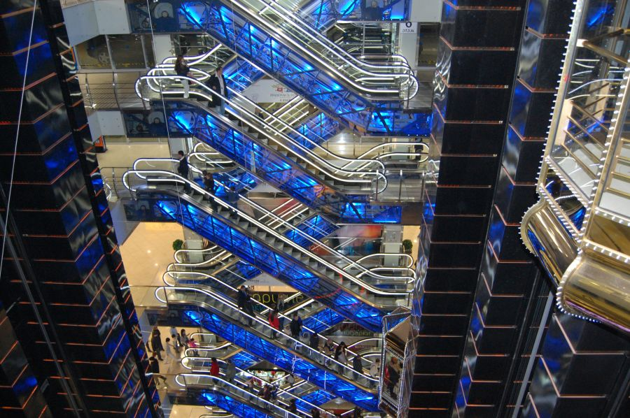 5 33 Ada yang Panjangnya 1 Km, Ini nih 8 Eskalator Paling Unik di Dunia. Pasti Kamu Belum pernah Lihat