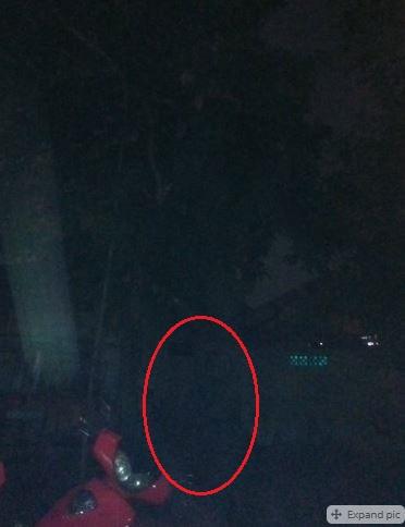 6 1 6 Foto Ini Ada Sosok Misterius yang Muncul di percaya Sebagai Hantu, Kamu Mau Liat