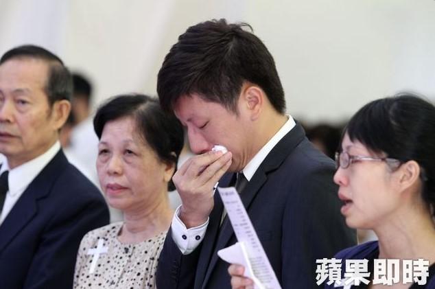 6 44 Pacaran Puluhan Tahun, Pria ini Malah ditinggal Mati calon istrinya saat hari penikahan sudah dekat. Sedih banget !
