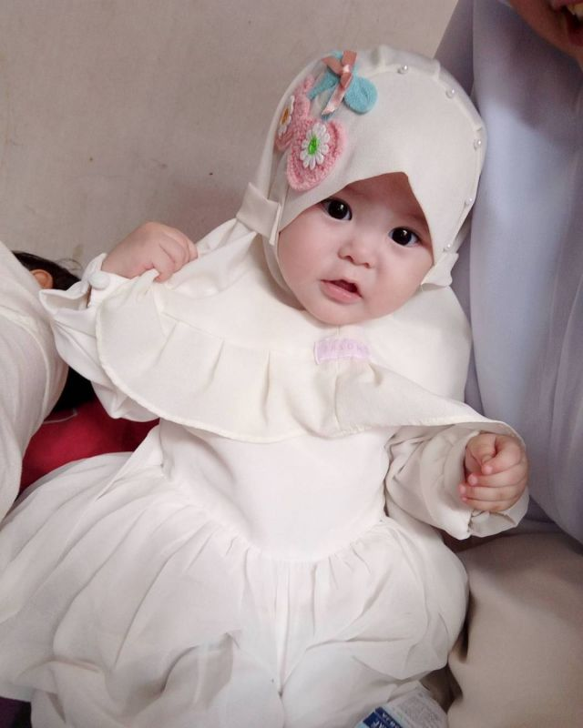 7 41 Naura Alaydrus, Bayi 1 Tahun yang Hits Karena Hijabnya, Seperti ini 12 Potret Lucunya, Gemesin Banget