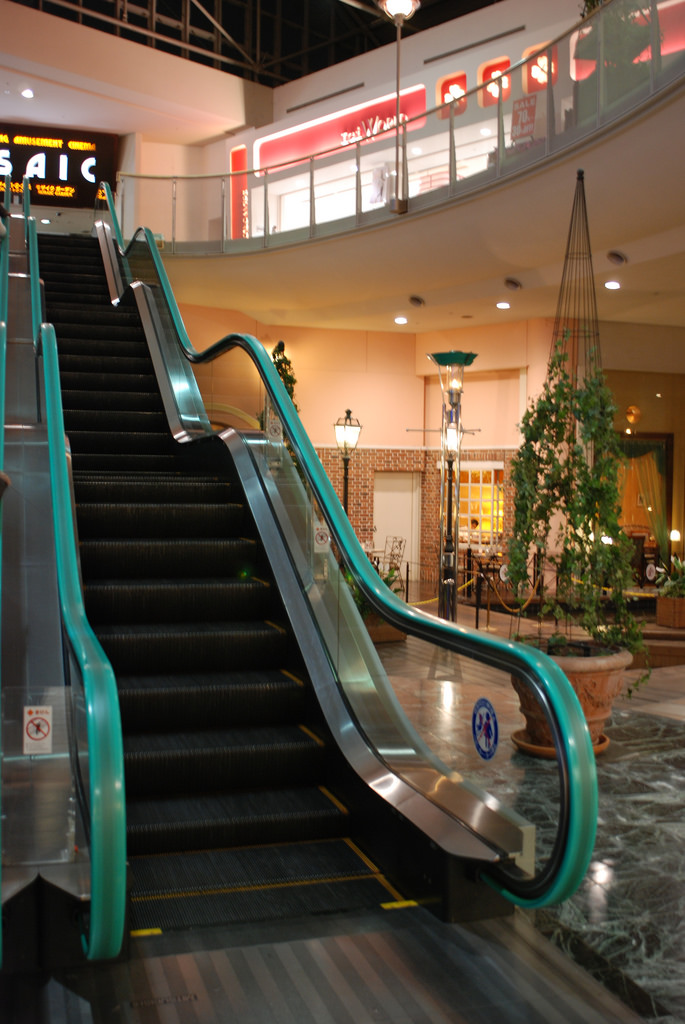 8 24 Ada yang Panjangnya 1 Km, Ini nih 8 Eskalator Paling Unik di Dunia. Pasti Kamu Belum pernah Lihat