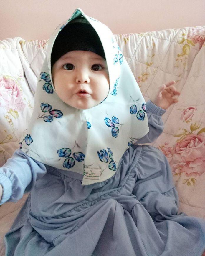 8 34 Naura Alaydrus, Bayi 1 Tahun yang Hits Karena Hijabnya, Seperti ini 12 Potret Lucunya, Gemesin Banget
