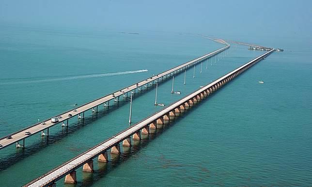 9 8 10 Jembatan ini Bikin Kamu deg degkan Melewatinya, Seram Abis!