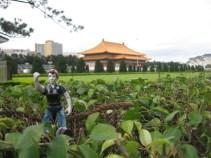 Rosie and Chiang Kai-shek Memorial Hall, Taipei.