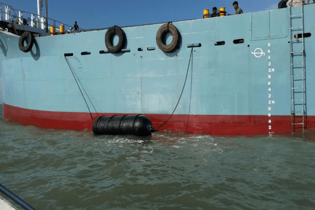 Ribbed Pneumatic Fenders for marine