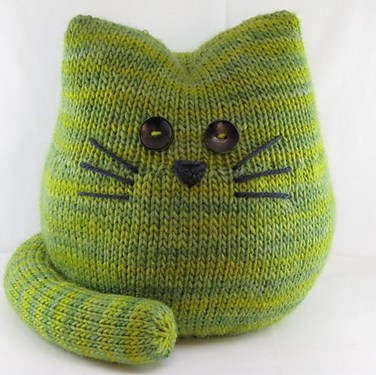 http://www.ravelry.com/patterns/library/pickles-the-cat