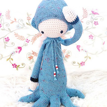 http://www.ravelry.com/patterns/library/oleg---lalylala-crochet-pattern-n-viii---octopus-squid-cuttlefish