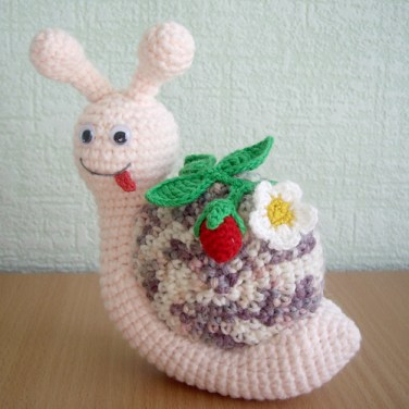 http://www.ravelry.com/patterns/library/snail-with-strawberry