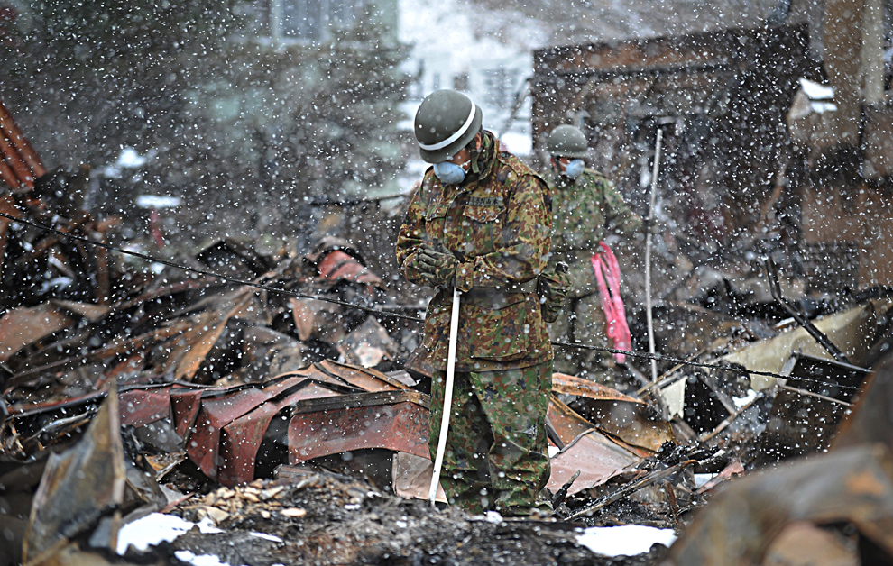 japan, japanese, tokyo, earth quake, tsunami, rescue, japan tsunami, recue   team, survivors, dead, missing, japan tsunami pictures, rubble, victim, tsunami victim, Self   Defense Force, soldier, devastation, disaster, current affairs, natural, news, carbonated.tv,   carbonated tv,