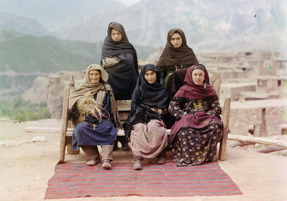 A group of women in Dagistan, 1910.
