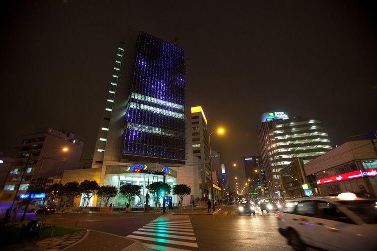 luz-edificios-ejemplos-LED