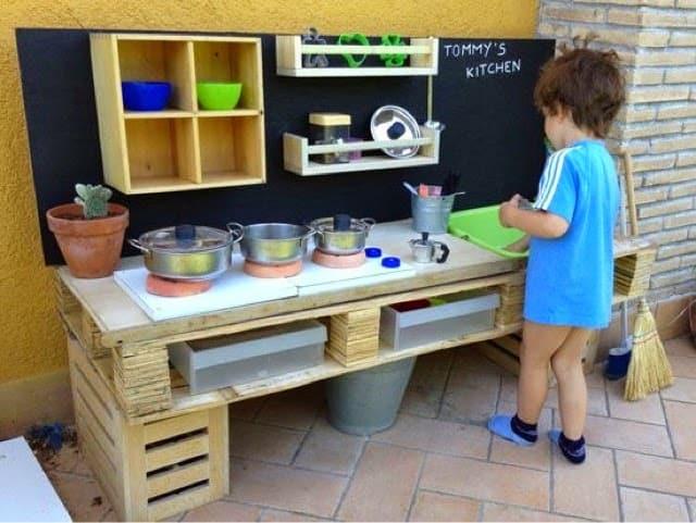 muebles-infantiles-materiales-sostenibles-cocina-juego