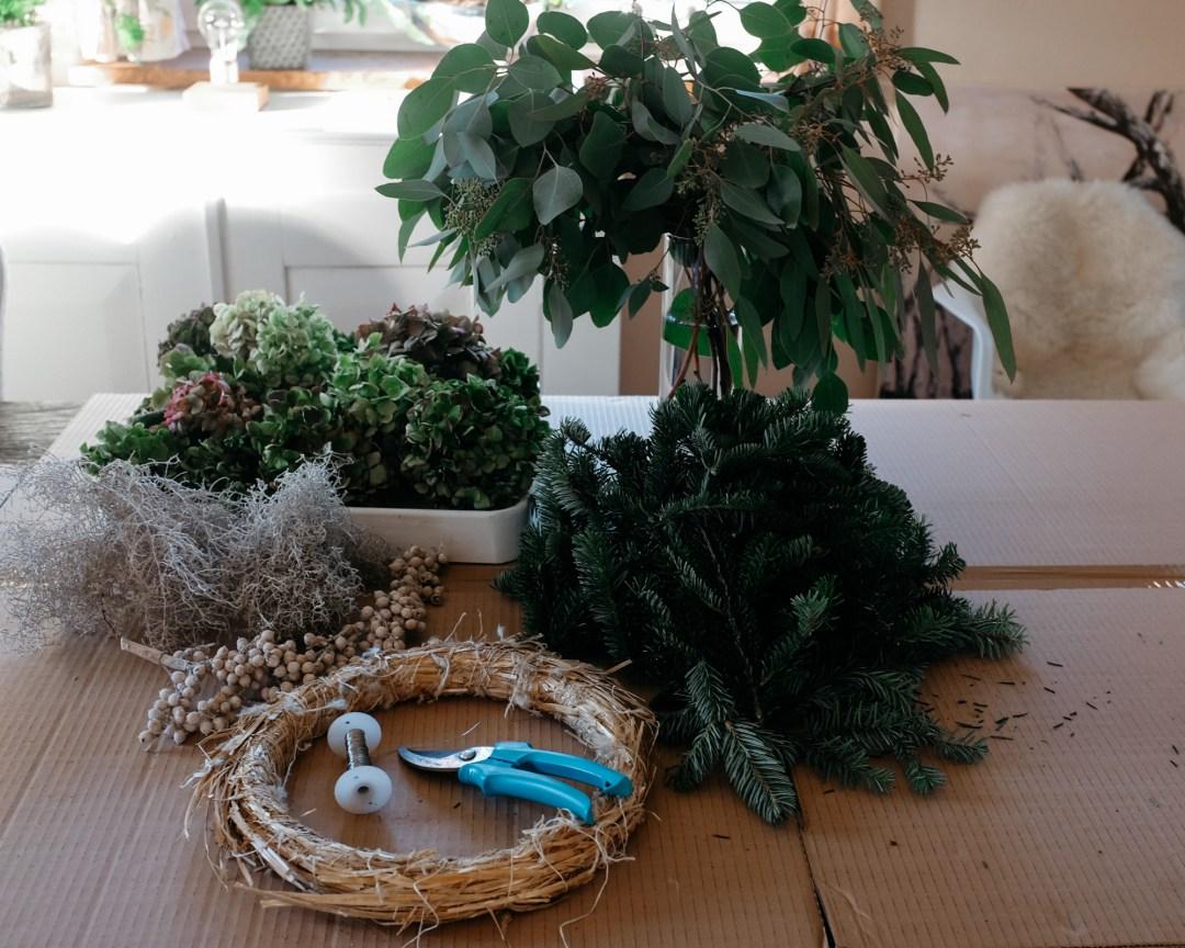 ina stil inastil bluntautal winterstimmung decoration weihnachten salzburgerland winterspaziergang homedecoration winterwalk christmasdecoration christmaswreath eukalyptuskranz hortensienkranzDSCF0534
