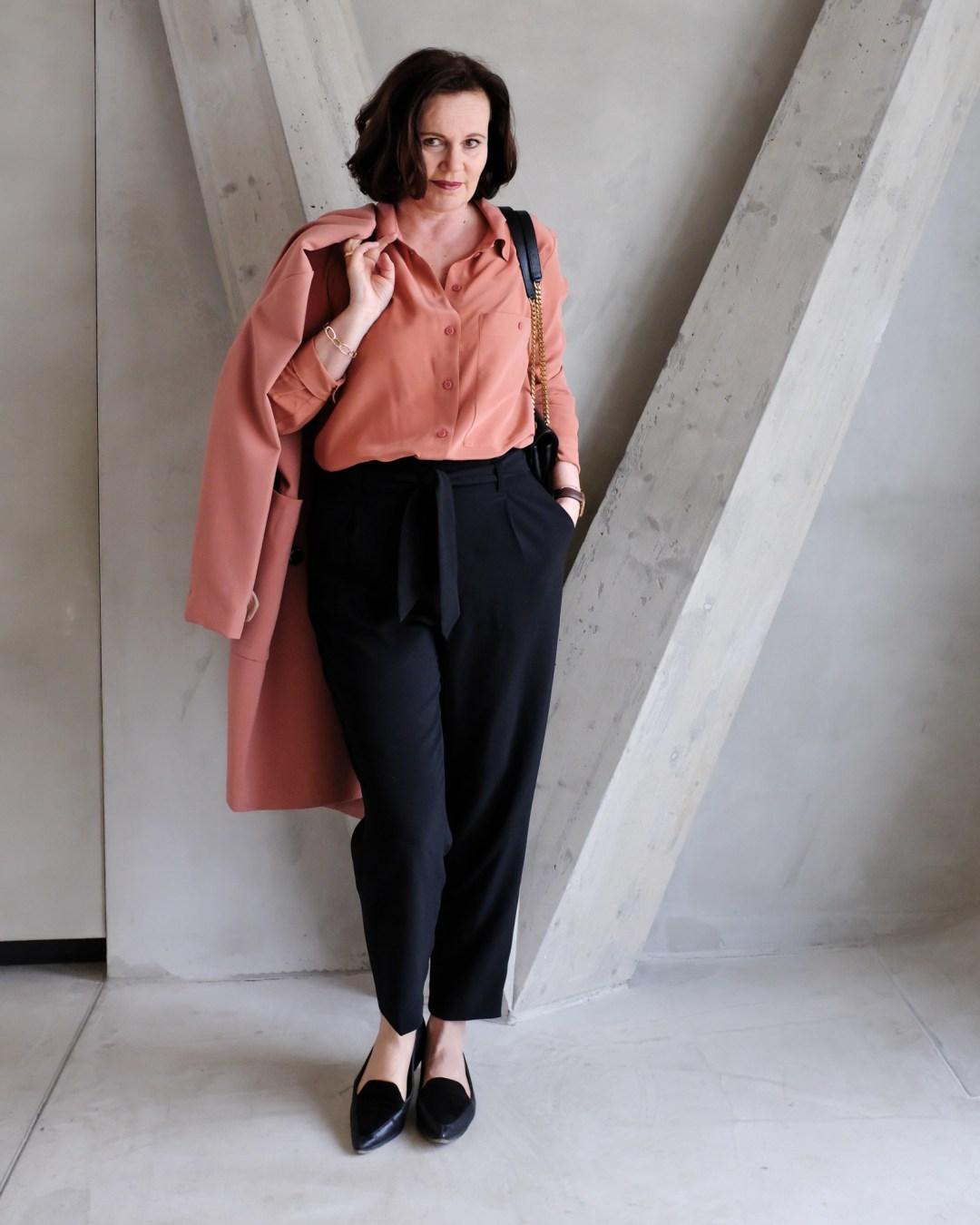 inastil, Trenchcoat, Springcoat, Frühjahrsmode, Stilberatung, Ü50Mode, Modeberatung, Frühlingsfarben, Modeblogger-7