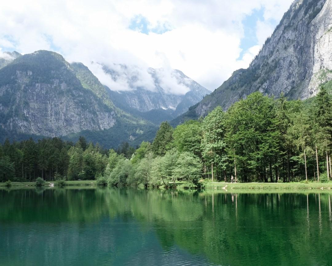 inastil, Bluntautal,Salzburgerland,Tennengau Landschaft. Landscape Sommermenue Gurken Avocado Suppe gedeckter Tisch,Tablesetting Nachspeise Ingwerzitronenschaum Dessert-5