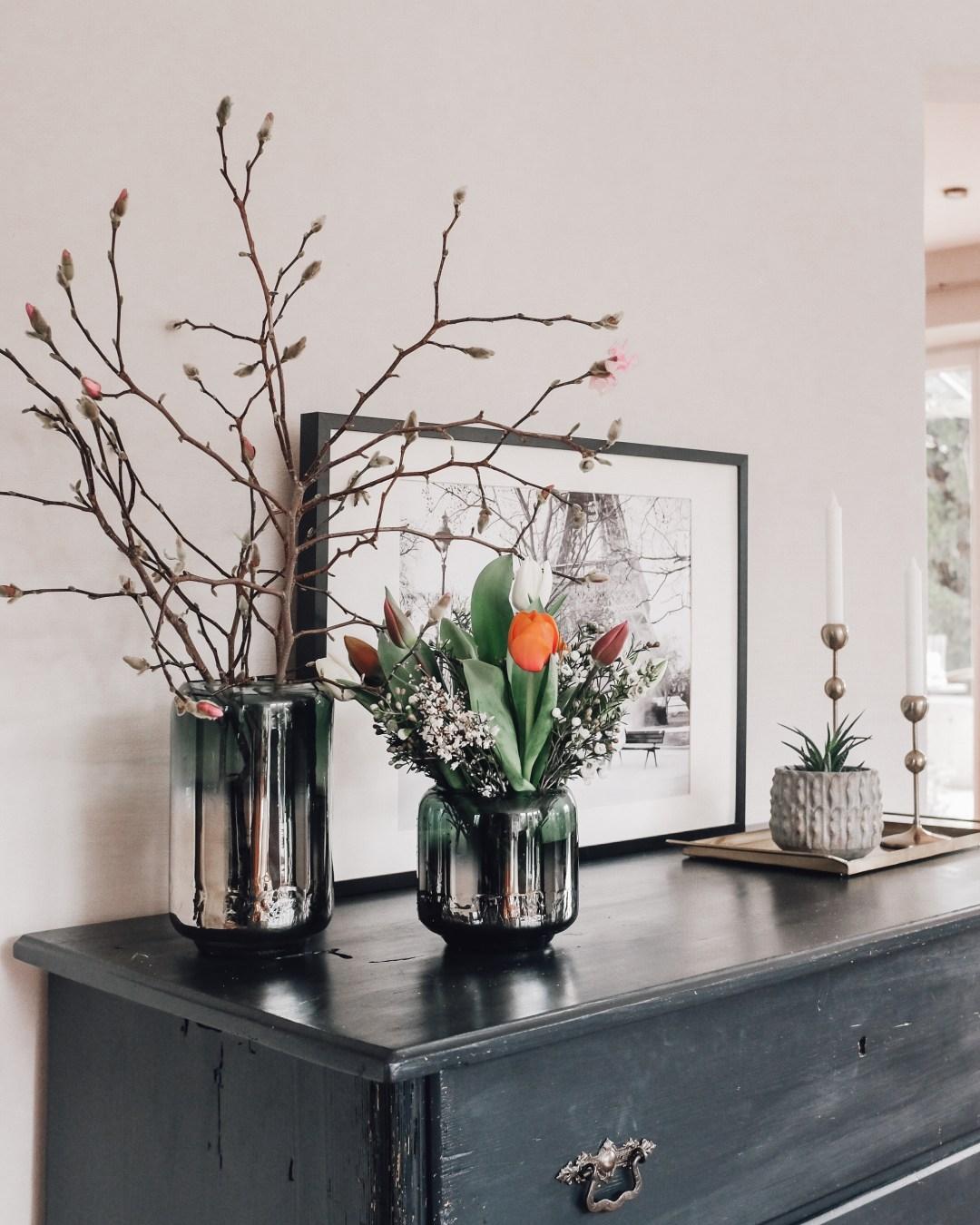 inastil, fühlingsdekoration, magnolien, Karomantel, Ü50Mode, Stylingtipps, Modeberatung, Übergangsmantel, Blazermantel, Hallein, Frühling-6