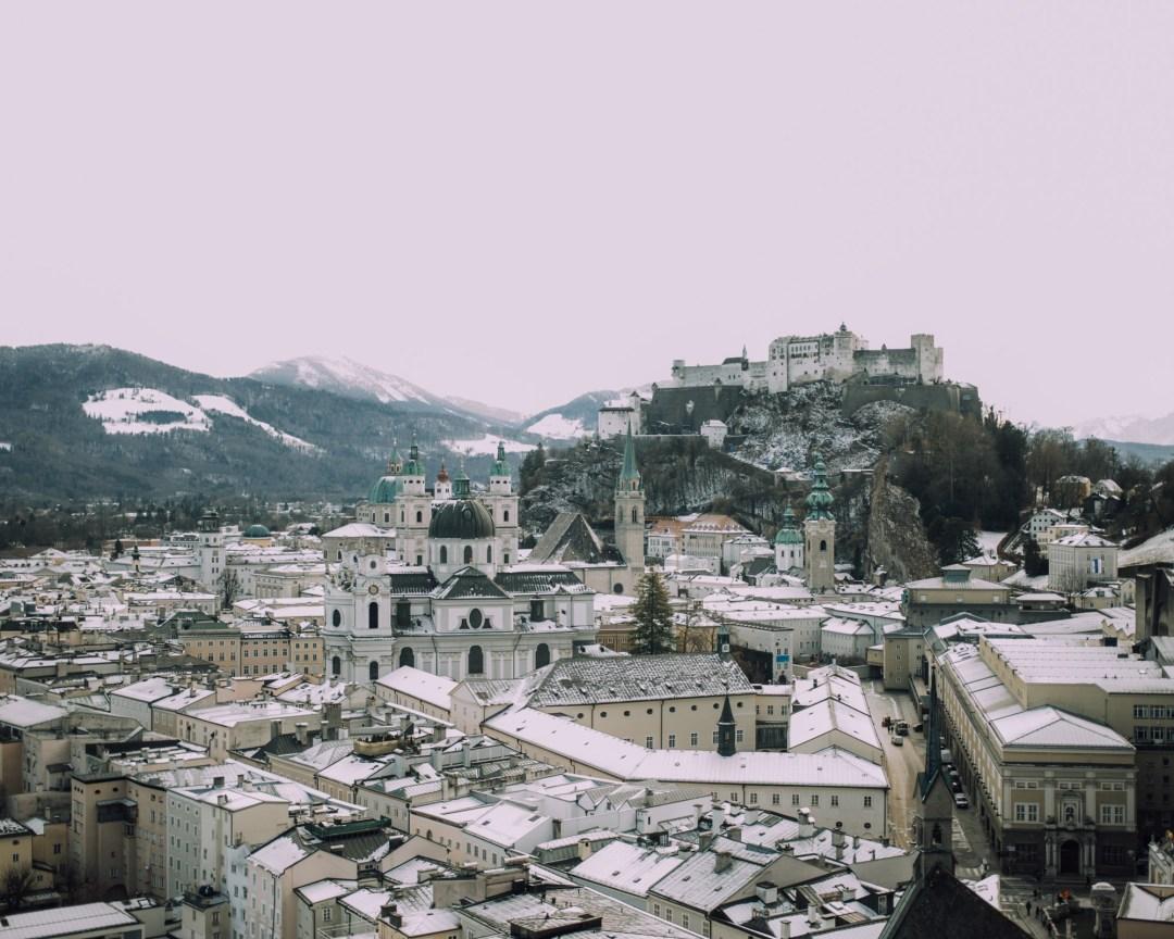 AUSSICHT vom MönchsbergInastil, Maxwell Scott, Ü50Blog, Businesstasche, Salzburg, Modeblog, Styleover50, Stilberatung, Wintermode, Citymode, Wollmantel, blau,_-4
