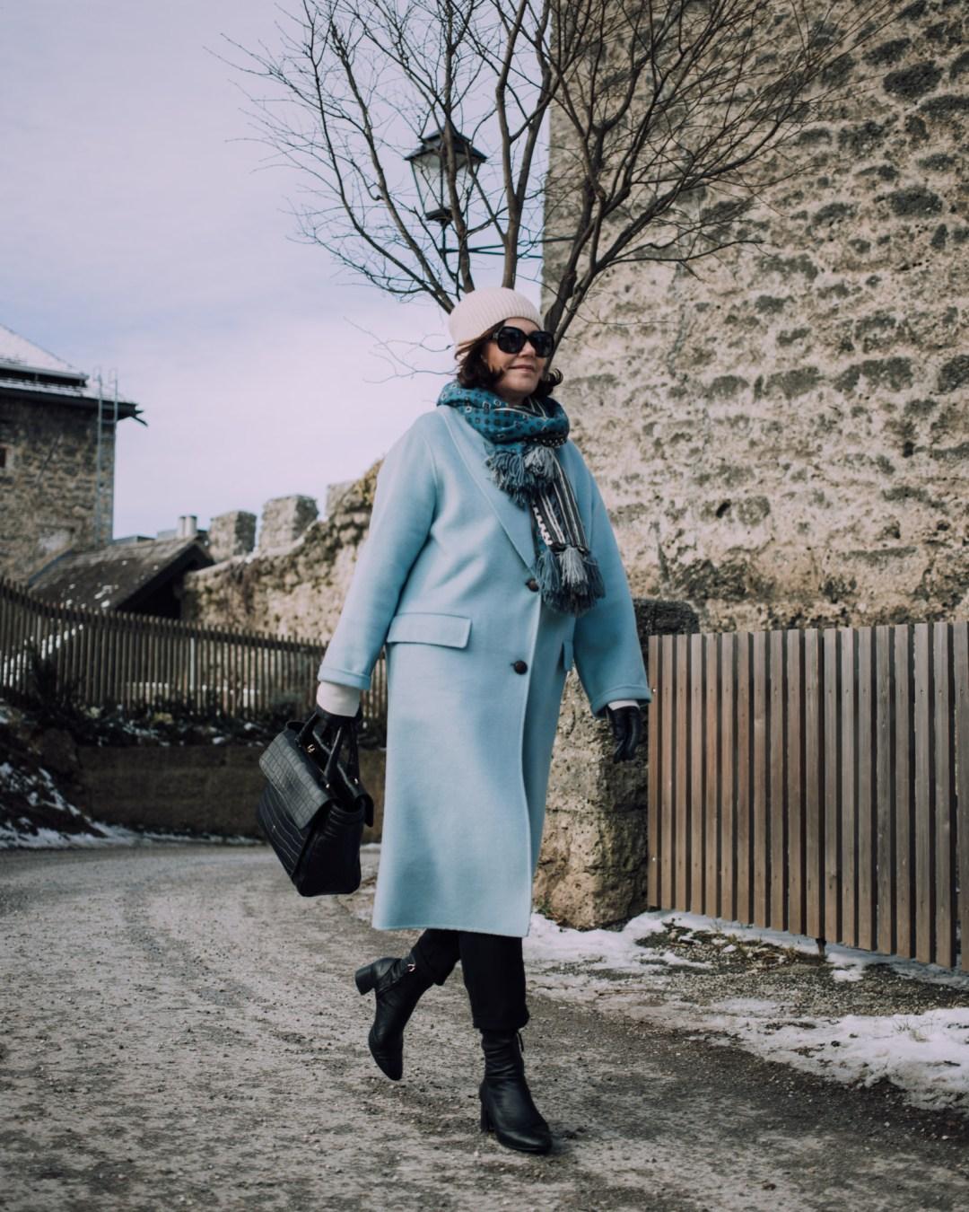 SPAZIERGANG Inastil, Maxwell Scott, Ü50Blog, Businesstasche, Salzburg, Modeblog, Styleover50, Stilberatung, Wintermode, Citymode, Wollmantel, blau,_-8