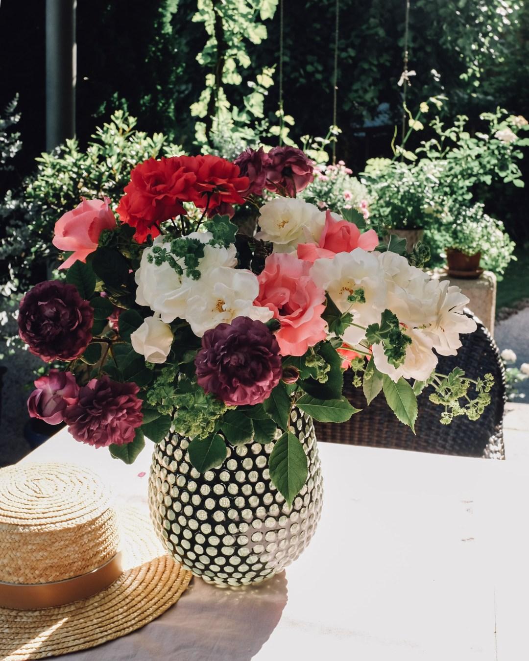Inastil, Blumenliebe, Blumenstrauß, Dekoration, Blumendekoration, DIY, Gartenblumen, Rosen, Wiesenblumen, Blumenvasen, Homedecor, Dekoration Solebenwir, Daheim