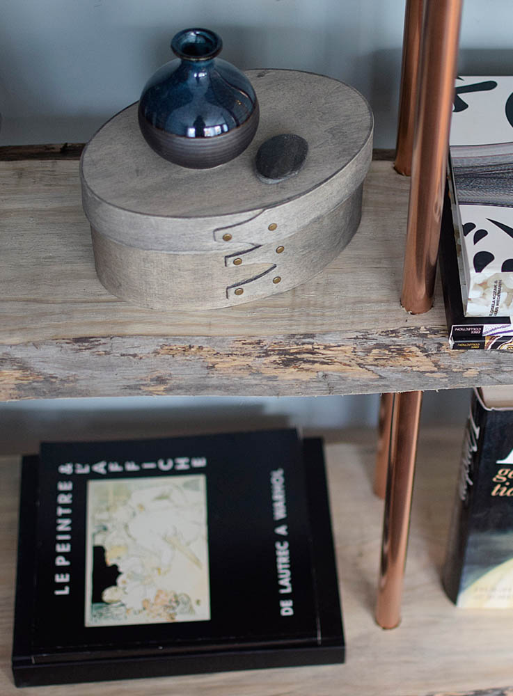Bokhylla i koppar och återvunna träplank. Vi är supernöjda med slutresultatet. Book shelves in copper and recycled wood!