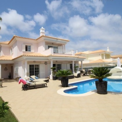 4 Bedrooms villa, Varandas do Lago