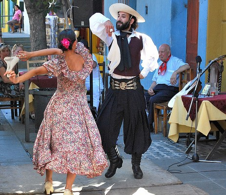 Photo of argentine couple dancing
