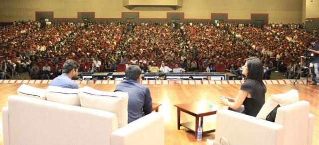 rahul-sachin-crowd.jpg