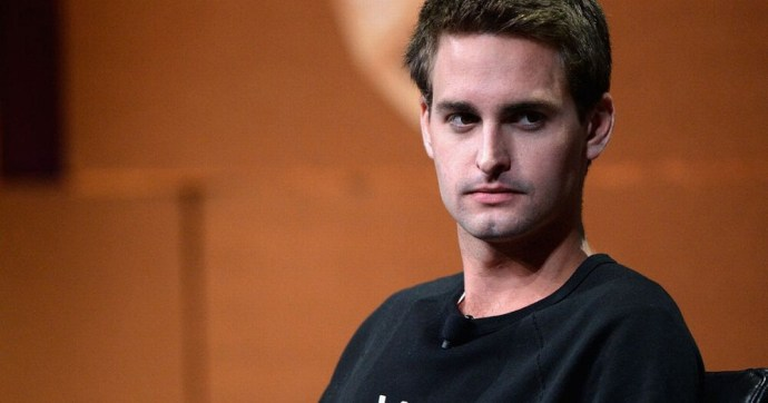 """Confused Indian Netizens Snap At Snapdeal Instead Of Snapchat Over CEO Evan Spiegel's Undiplomatic """"Poor India"""" Remark"""