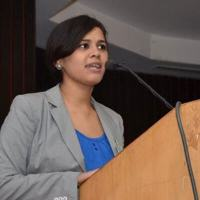 Esha Shekhar, Ungender