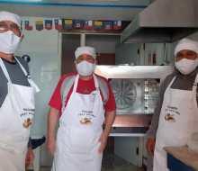 Migrantes emprenden con panadería solidaria en La Serena