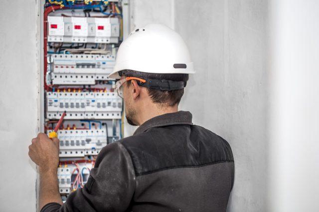 Técnico eléctrico en electromovilidad