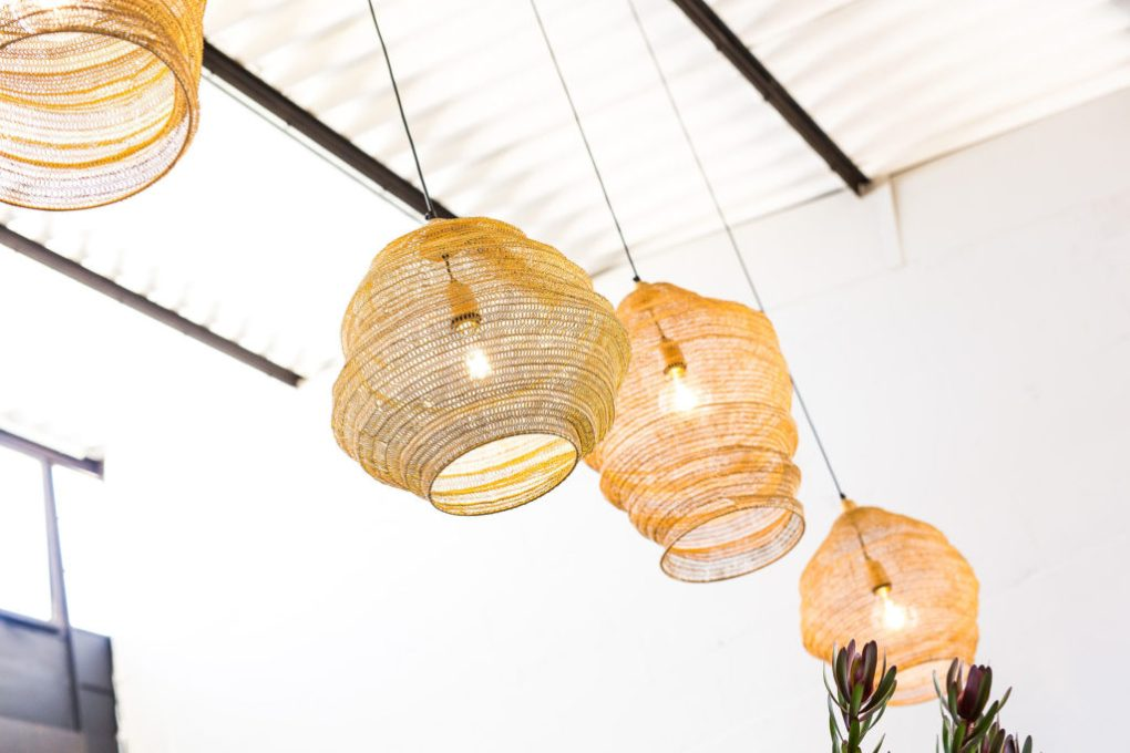 Give your room some warmth and light with these golden lampara pendants.