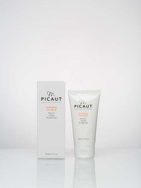 Exfoliating Peel Mask från M Picaut Skincare. Ekologisk peeling och mask med havtorn, jojoba och phragmites. 50 ml vit plasttub med vit etikett och vitt lock. Stilren svart logga och beskrivning, samt produktnamn i orange färg. Ekologisk vit kartong med samma färger som på tuben.