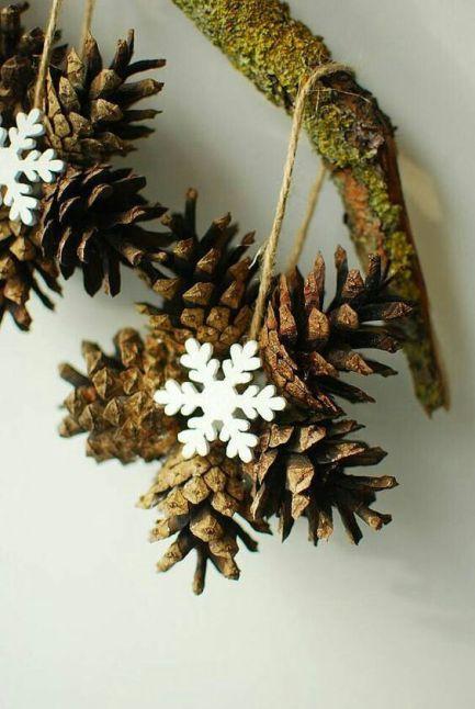 Decorațiuni de Crăciun cu conuri de brad