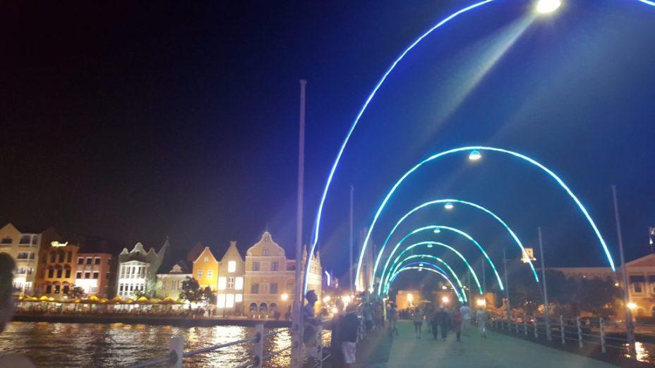 Pontjesbrug en Handelskade by night