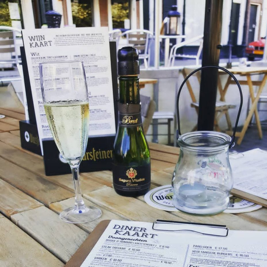 restaurant Bistrooh Den Haag tafeltje en menukaart
