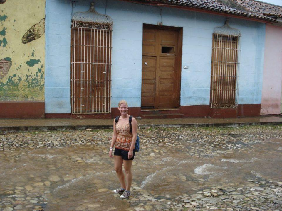Regenbui tijdens oorkaan Gustav in Trinidad op Cuba