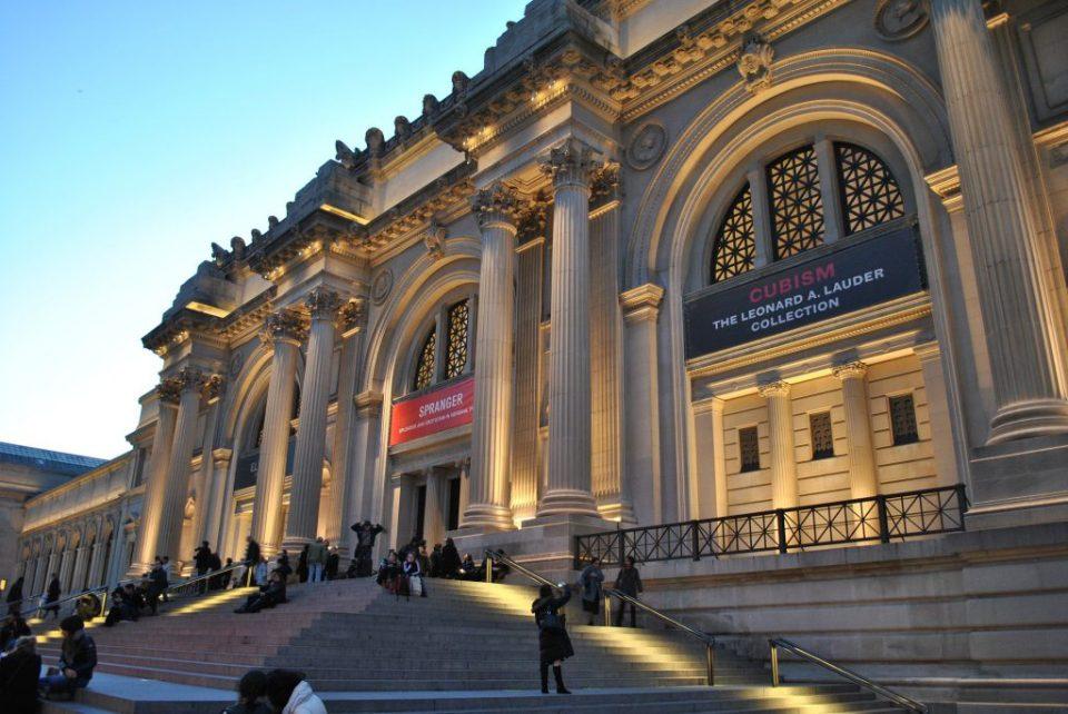 steps of the metropolitan museum new york at night