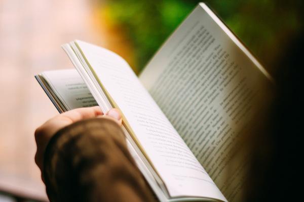 membaca perlahan dan mendalam