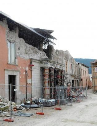 Otto miliardi intrappolati nella burocrazia Così la ricostruzione è ferma al 2009