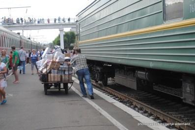 Jeder Zug hat einen Gepäckwagen