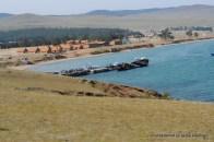 Blick auf den Hafen, im Hintergund eine neue Feriennlage