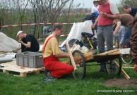 Ingenieure bauen ihre Kiste vor Ort