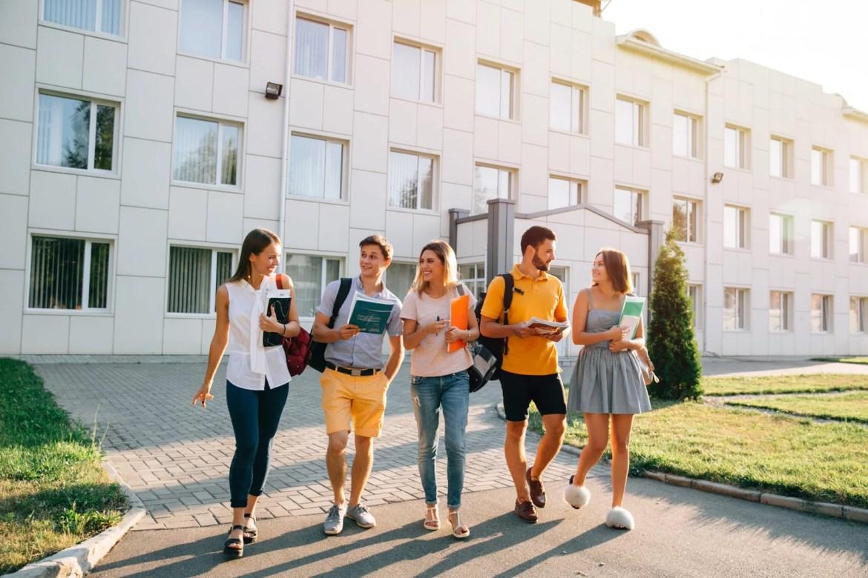 Estabeleça células em campus universitários para atrair jovens