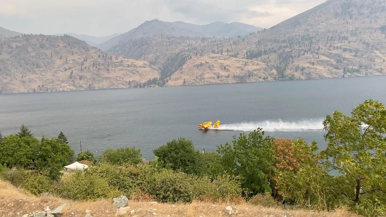 Super Scooper Plane using Lake Chelan as a water source for the Twentyfive Mile fire